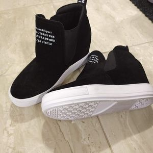 Shoes - Woman's Sneakers
